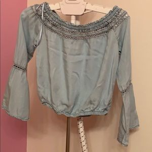 Blouse with collar details